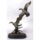 Bronze statues canards en vol