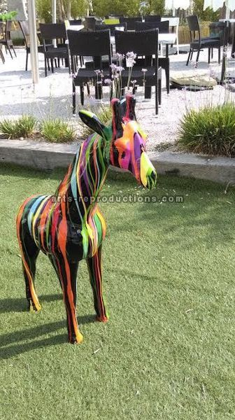 Statue animal en résine GIRAFE PM TRASH 120cm